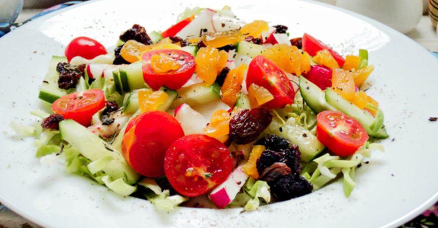 овощной салат с сухофруктами, салат, сухофрукты, рецепт