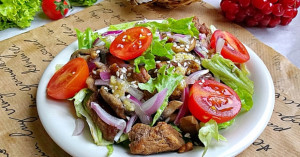пикантный салат, теплый салат, горячий салат, салат с телятиной, рецепт