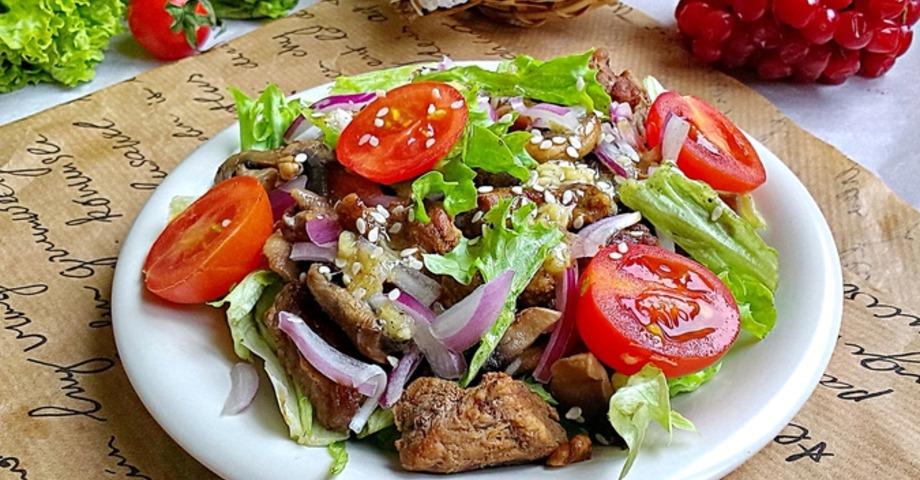 Теплый салат с говядиной с